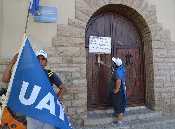 UATRE corta calles en General Roca y se agudiza el conflicto por la fruta
