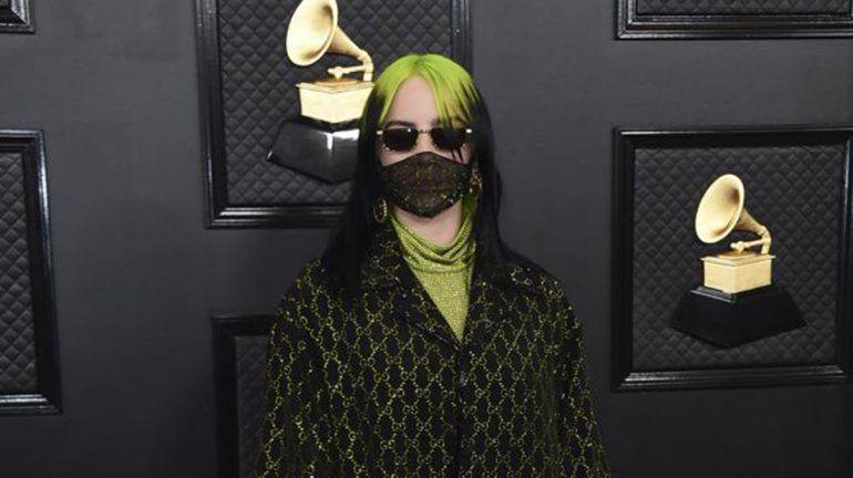 La británica Billie Eilish la rompió en los premios Grammy
