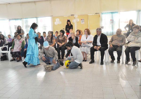 La comuna agasajó a medio centenar de mujeres cipoleñas