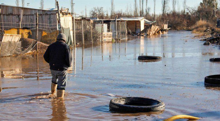 Vecinos de Barrio Nuevo todavía tienen agua en sus casas