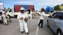 asi fue la protesta de apicultores sobre los puentes carreteros