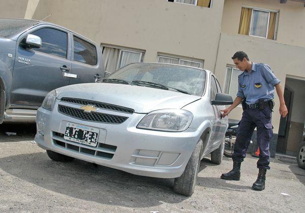 Ladrones abandonan auto robado