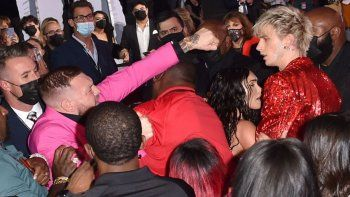 Video: McGregor intentó agredir al novio de Megan Fox