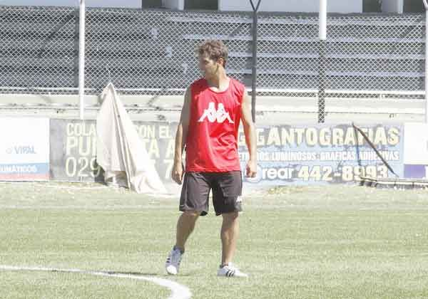 Ante Libertad, Cipo juega con un 4-4-2