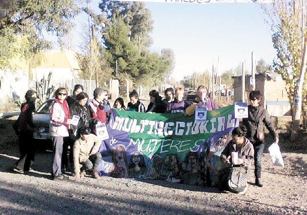 La Multisectorial de Mujeres concretó un escrache por un presunto abuso