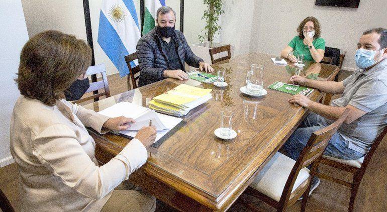 Firmaron el pase a planta de 701 trabajadores en Río Negro