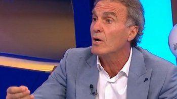 """""""¡Hay que vacunar a los abuelos primero!, se quejó Ruggeri hoy en el programa de fútbol donde se tomó unos minutos para salirse del tema y meterse en el debate político."""