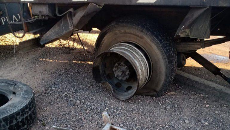 Ruta 151: conductor realizó una maniobra peligrosa y chocó contra un camión