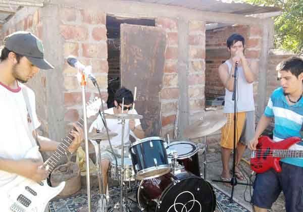 Los músicos cipoleños  dan inicio a los festejos