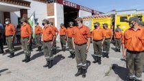 incendio en el bolson: emotivo homenaje a bomberos de la policia