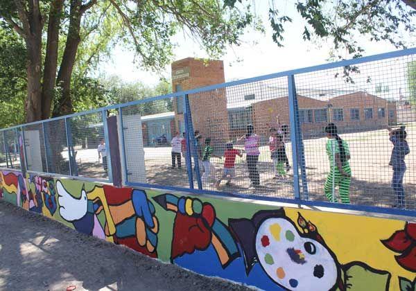 Atractivos murales renovaron la Escuela 19