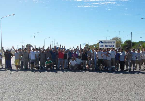 Trabajadores bloquearon el Puerto San Antonio