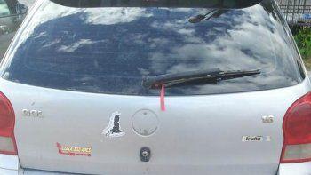 El auto en el que se movían los sospechosos. No tiene documentos y tiene prohibido circular.