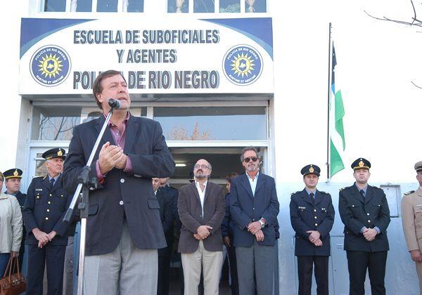 El gobernador presidió el acto en la Escuela de Suboficiales