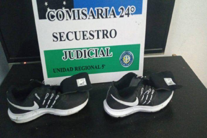 Tres veces detenido en un día: llevaba puestas las zapatillas que robó de un local