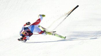 Impresiona: la escalofriante caída de un esquiador a 140 km por hora