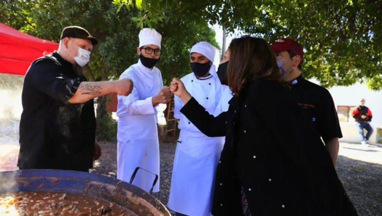 Cientos de visitantes eligieron pescado rionegrino en Las Grutas