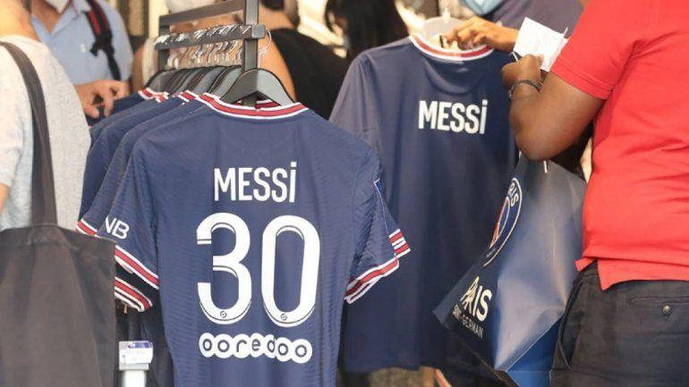 Messi ya vendió 1 millón de camisetas y salió de compras con Antonela