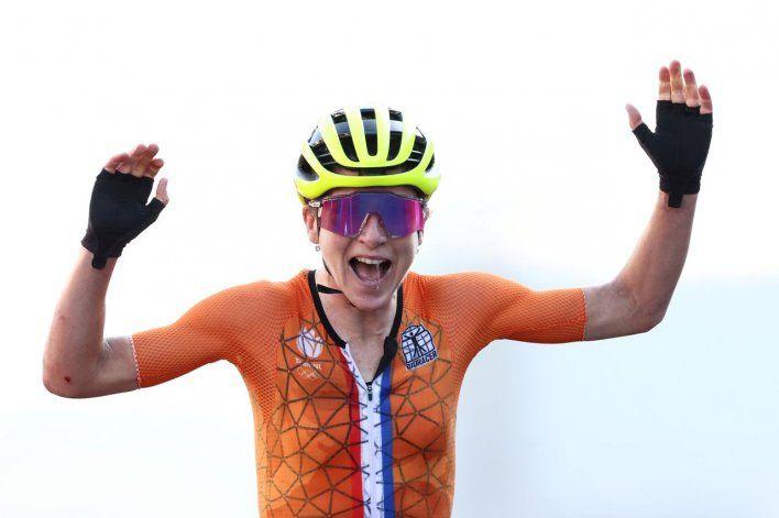 El blooper de los Juegos: ciclista festejó el oro por error