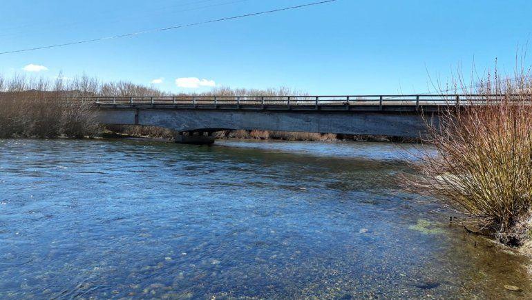 Un juez le otorgó la libertad al aquaman que evadió el control por el río Chimehuín