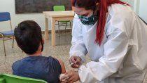 la vacunacion en los barrios llego a mas de 1200 estudiantes