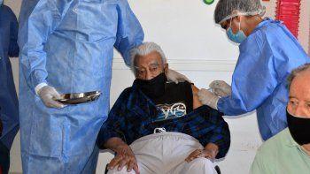 en fernandez oro ya vacunan a adultos mayores