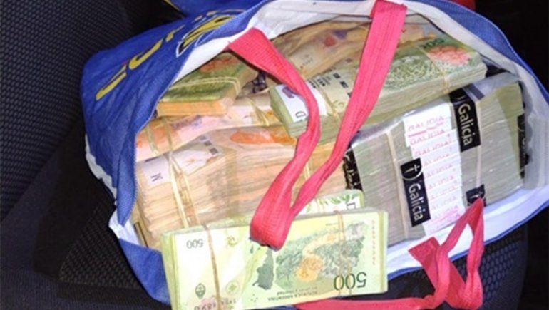 Viajaba al Valle con millones de pesos en la bolsa de compras