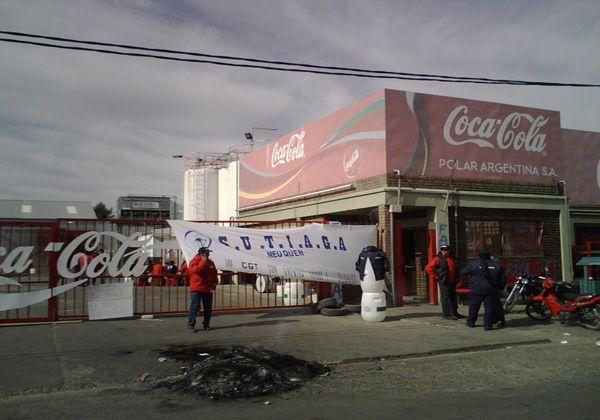 Coca Cola cerró su planta y despidió a 145 trabajadores