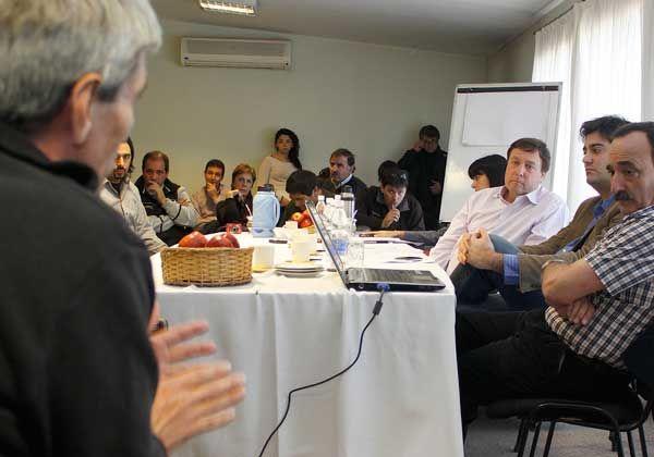 Weretilneck comprometió más fondos para la fruticultura valletana