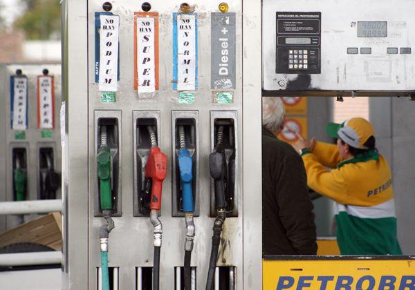 Otra vez aumentan los combustibles