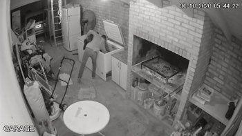se robo un chivo y un costillar de la casa del vecino: quedo todo grabado