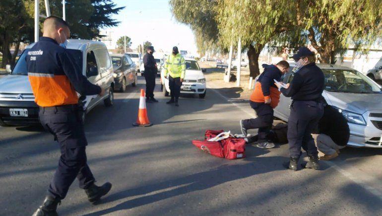 Una ciclista resultó herida tras ser embestida por un auto sobre la Ruta 22