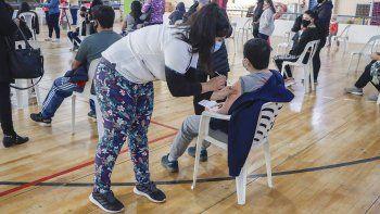 arranco la inscripcion para vacunar a jovenes sin factores de riesgo