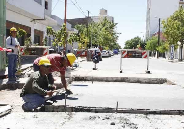 El municipio avanza con bacheos y limpieza de pluviales