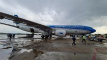 vuela hacia la argentina un avion con un millon de vacunas desde china