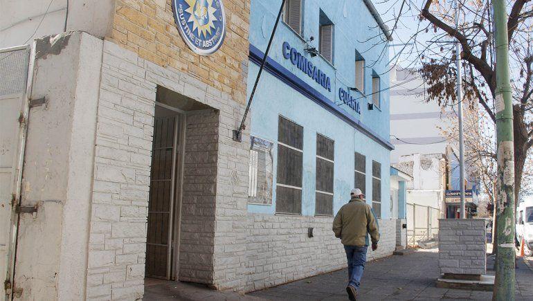 Se hizo pasar por vendedor ambulante y robó en un reconocido club