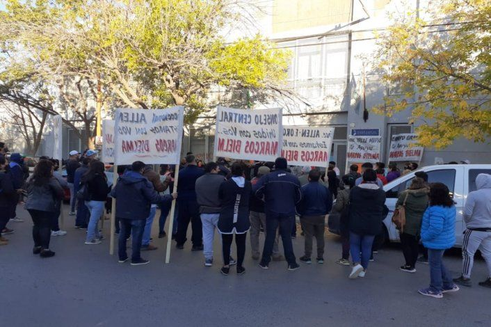 Masivo apoyo a sindicalista de la fruta acusado por administración fraudulenta