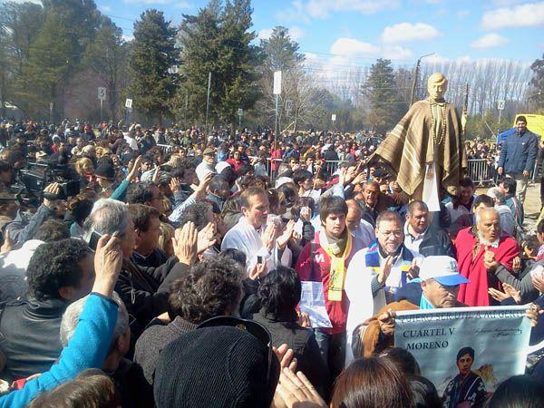 Multitudinaria procesión en Chimpay por Ceferino