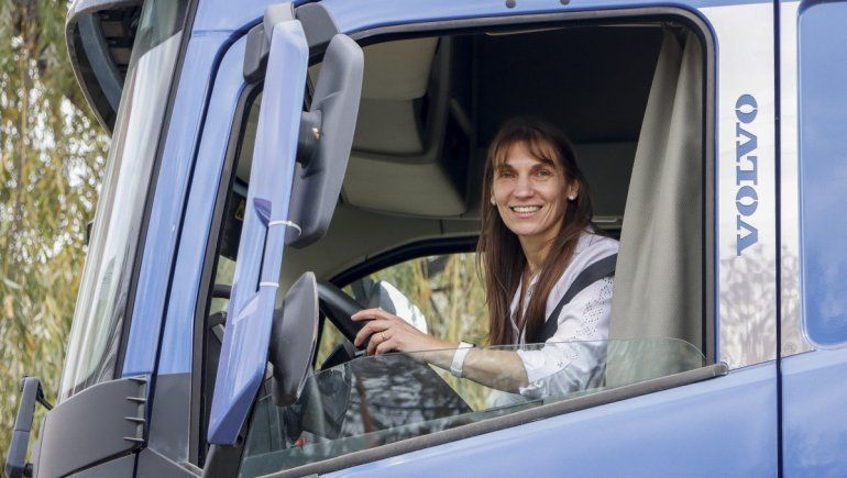 Conocé a Cristina, la primera camionera de Cipolletti
