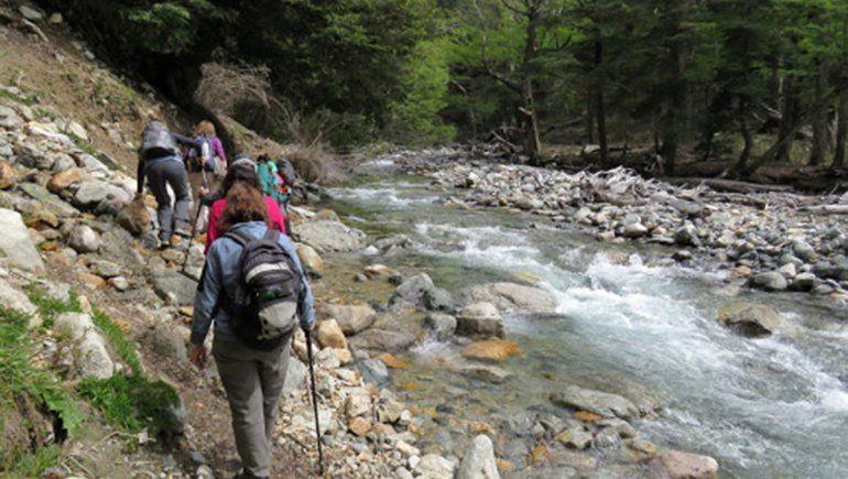 Joven turista salió de trekking y murió al caer por un barranco