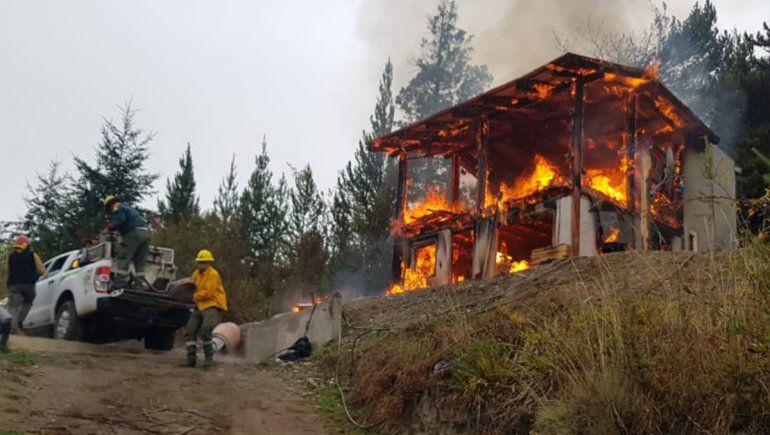 Un hombre murió al incendiarse la vivienda que habitaba en El Bolsón