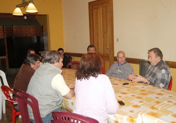 Verani con correligionarios y productores