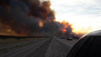 El humo impedía la visión y debieron interrumpir el tránsito. Fua a la hora en que muchos turistas regresaban a sus hogares.