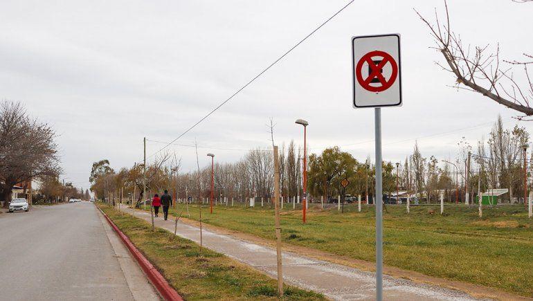 Bronca contra la Muni por carteles de prohibido estacionar