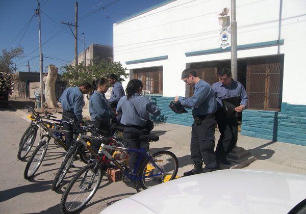 Bicicletas, móviles reparados y más policías para Fernández Oro