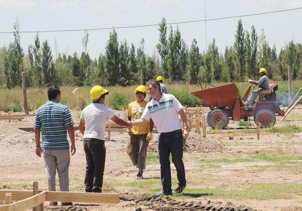 Construyen un nuevo plan de viviendas en Cipolletti