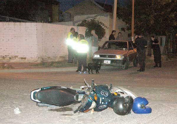 Dos motociclistas heridas tras un violento choque