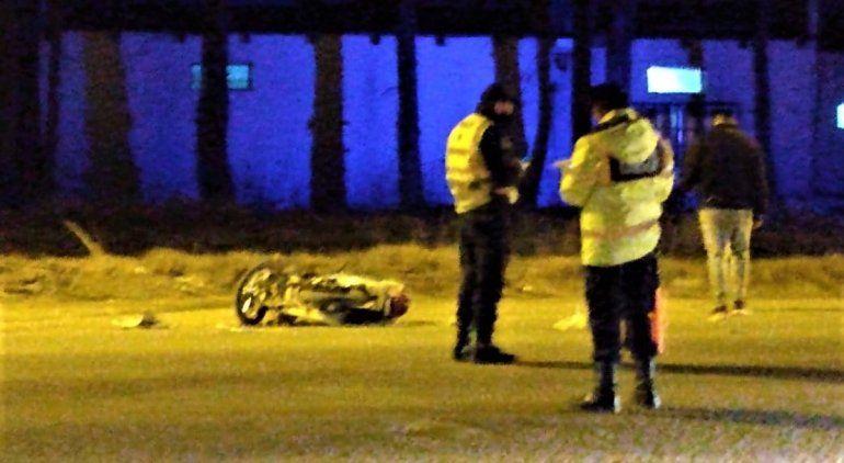Murió un motociclista al chocar contra una camioneta