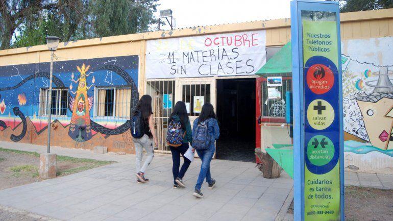 Estudiantes cuestionan la falta de oportunidades durante la pandemia.