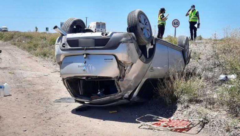 Pareja se salvó de milagro tras volcar sobre la Ruta Nacional 151